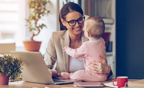 Should a Mom Go Back to Work or Not After Having a Baby?