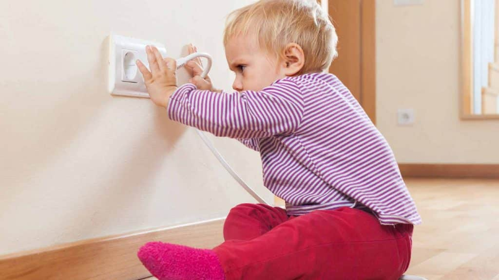 Top 5 Best Babyproof Electric Outlet Covers 2019 Reviews