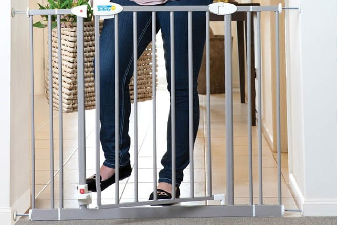 Top 5 Best Hands Free Baby Gates